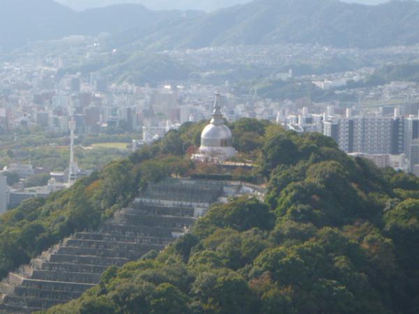 仏舎利塔のある二葉山。間もなくゴール。 仏舎利塔のある二葉山。間もなくゴール。 秋の気配。そこは