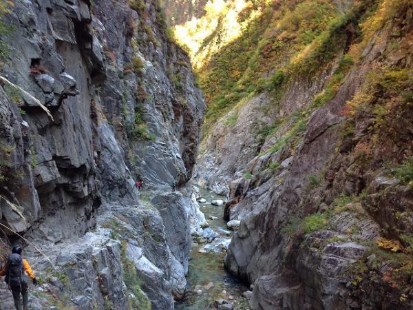 下ノ廊下~黒部峡谷の核心部を歩...